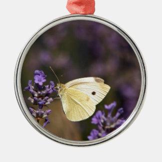 Papillon sur la lavande ornement rond argenté
