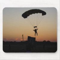 Parachute de parachutiste au tapis de souris de