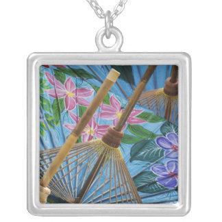 Parapluies peints à la main décoratifs dans le collier