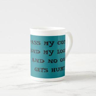 Passez mes métiers à tisser, tasse de café