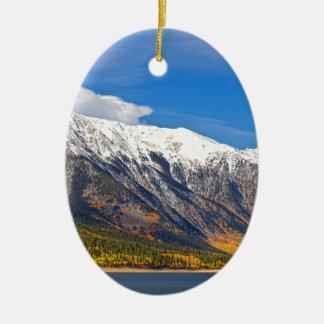 Paysage jumeau d'automne de lacs ornement ovale en céramique