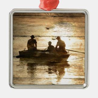 Pêche primitive de canoë de bateau de lac de pays ornement carré argenté