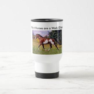 Peignez la tasse de trot de cheval