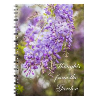 Pensées du carnet de glycines de jardin