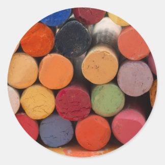 pensez en couleurs sticker rond