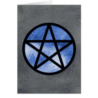 Pentagramme bleu sur la carte noire d'aquarelle