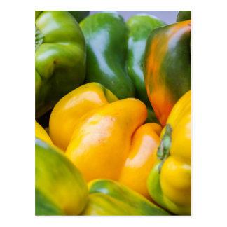 pepperoni colorées en automne carte postale