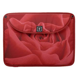Pétales de rose rouges housse pour macbook
