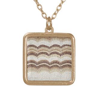Petit collier carré de mosaïque beige