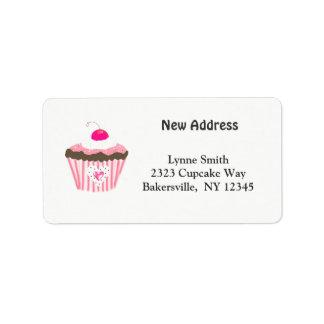 Petit gâteau avec la nouvelle adresse de coeur étiquette d'adresse