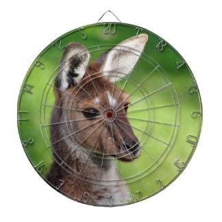 Petit kangourou mignon jeu de fléchettes