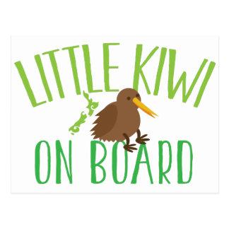 Petit kiwi à bord de (maternité mignonne de la carte postale