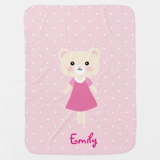 Petit ours mignon avec la couverture de bébé de