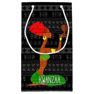 Petit Sac Cadeau Danseurs de Kwanzaa et Afro-américain de tasse