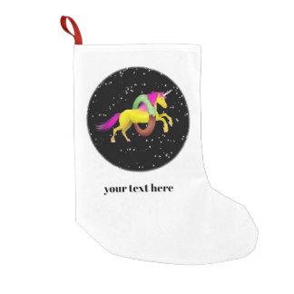 Petite Chaussette De Noël La licorne sautant par un beignet