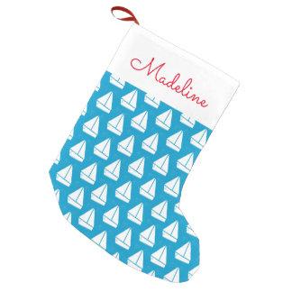 Petite Chaussette De Noël Le motif bleu-clair   de voilier ajoutent votre