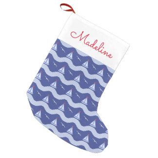 Petite Chaussette De Noël Les voiliers sur un motif rayé   de mer ajoutent