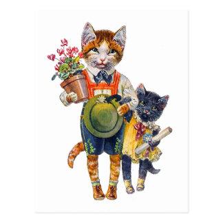 Petits chats adorables soutenant des cadeaux carte postale