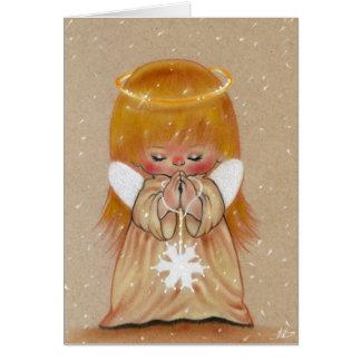 Peu d'ange d'hiver dans la carte de Noël de neige