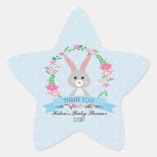 Peu de lapin avec l'étoile florale de baby shower sticker étoile