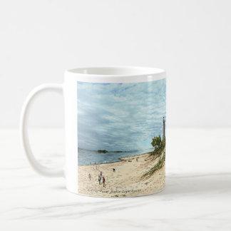Peu de tasse de café du Michigan de phare de sable