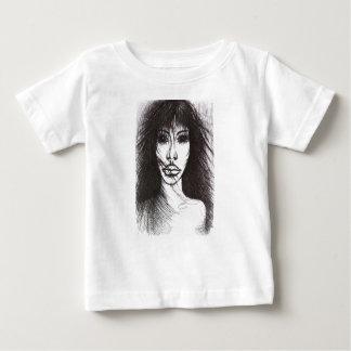 Peu un faux t-shirt pour bébé