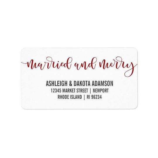Photo rouge mariée et joyeuse de nouveaux mariés étiquette d'adresse