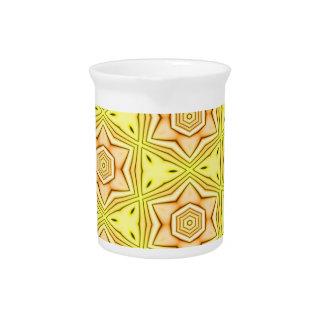 Pichet Kaléidoscope de fleur sur le broc jaune d'arrière
