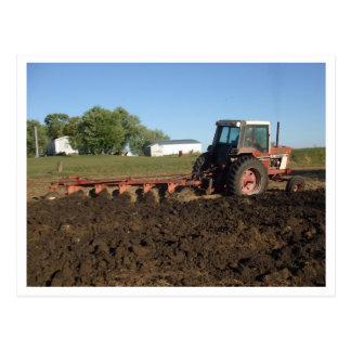 pictures124, agriculteur labourant dans la ferme carte postale