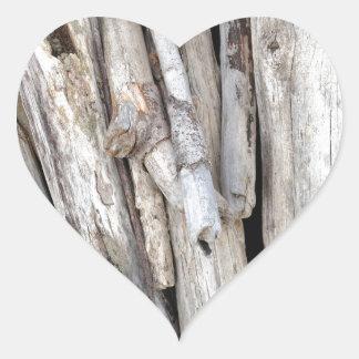 Pile pour la plage rustique de bois de flottage de autocollant en cœur