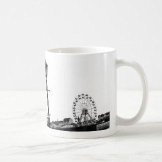 Pilier noir et blanc de Skegness Mug