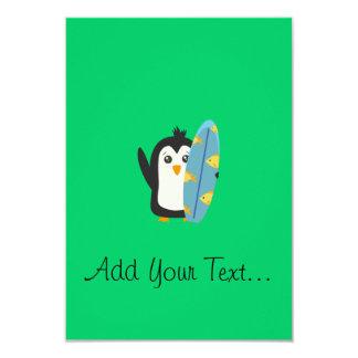 Pingouin de planche de surf carton d'invitation 8,89 cm x 12,70 cm