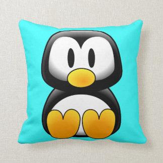 Pingouin mignon de bande dessinée de bébé coussin
