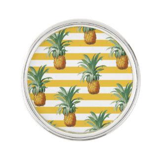 Pin's rayures jaunes de pinepples