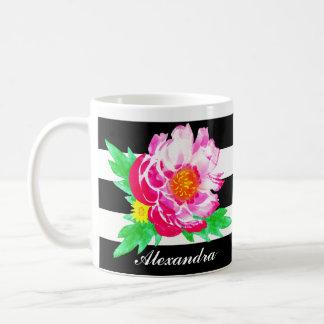 Pivoine rose d'aquarelle de monogramme sur la mug blanc