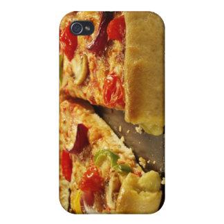 Pizza aux légumes coupée en tranches sur la casser coque iPhone 4
