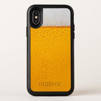 Plan rapproché en verre de bière drôle
