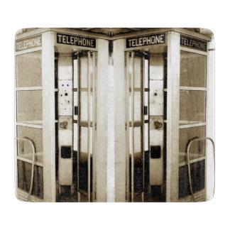 Planche À Découper Vieille photographie de cabine de téléphone