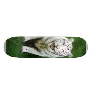Planche à roulettes blanche du tigre 018