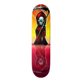 Planche à roulettes de réflexion de crâne plateau de skate