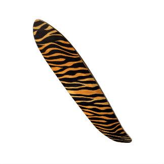 Planche à roulettes d'or et noire d'impression de planche à roulette