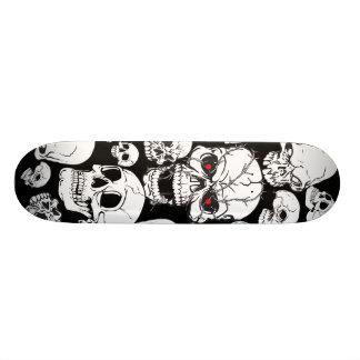 Planche à roulettes groupée blanche de crânes skateboard