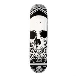 Planche à roulettes noire et blanche d'as de crâne skateboards customisés