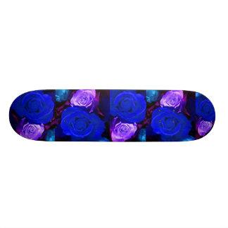 Planche à roulettes pourpre bleue de roses - perso skateboards personnalisables