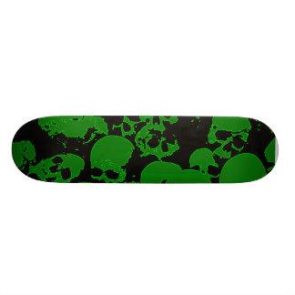 Planche à roulettes verte de crâne plateau de planche à roulettes