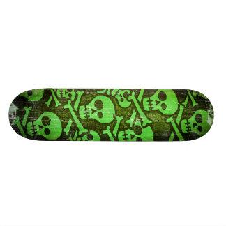 Planche à roulettes verte de crâne skateboards