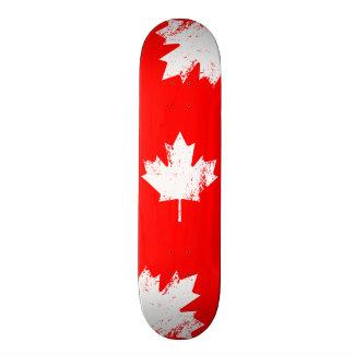 Planches À Roulettes Érable grunge de drapeau du Canada - blanc tordu