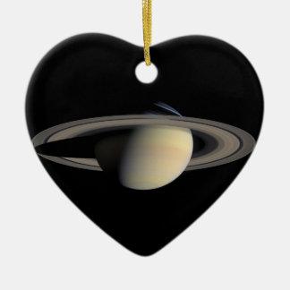 Planète de Saturn avec des anneaux autour de elle Ornement Cœur En Céramique