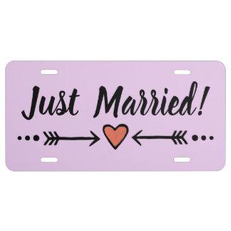 Plaque D'immatriculation Lune de miel pourpre de coeur de mariage juste