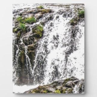 Plaque Photo chute de roches au cours des chutes